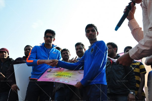 14feb FuglyVijendra CancerDay02 612x406 Fugly star Vijendra Singh inaugurates charity marathon on World Cancer Day