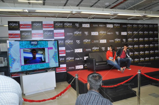 14feb HTP RelianceDigitalXpress02 612x406 Siddharth Malhotra & Parineeti Chopra at Reliance Digital Xpress Store