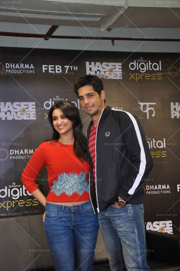 14feb HTP RelianceDigitalXpress03 612x922 Siddharth Malhotra & Parineeti Chopra at Reliance Digital Xpress Store