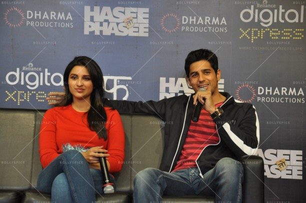 14feb HTP RelianceDigitalXpress04 612x406 Siddharth Malhotra & Parineeti Chopra at Reliance Digital Xpress Store