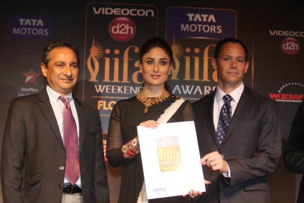 L-R Ranjit Yadav (President - Passenger Vehicles Business Unit - Tata Motors), Kareena Kapoor Khan & Peter Haas (US Consul General) release the nominations for the Tata Motors IIFA Awards