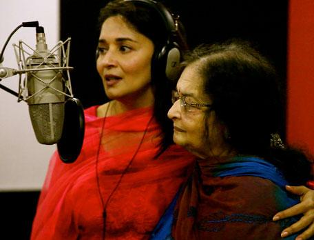 Madhuriwithmomsings Hear Madhuri Sing   Rangi Saari Gulaabi  Gulaab Gang!