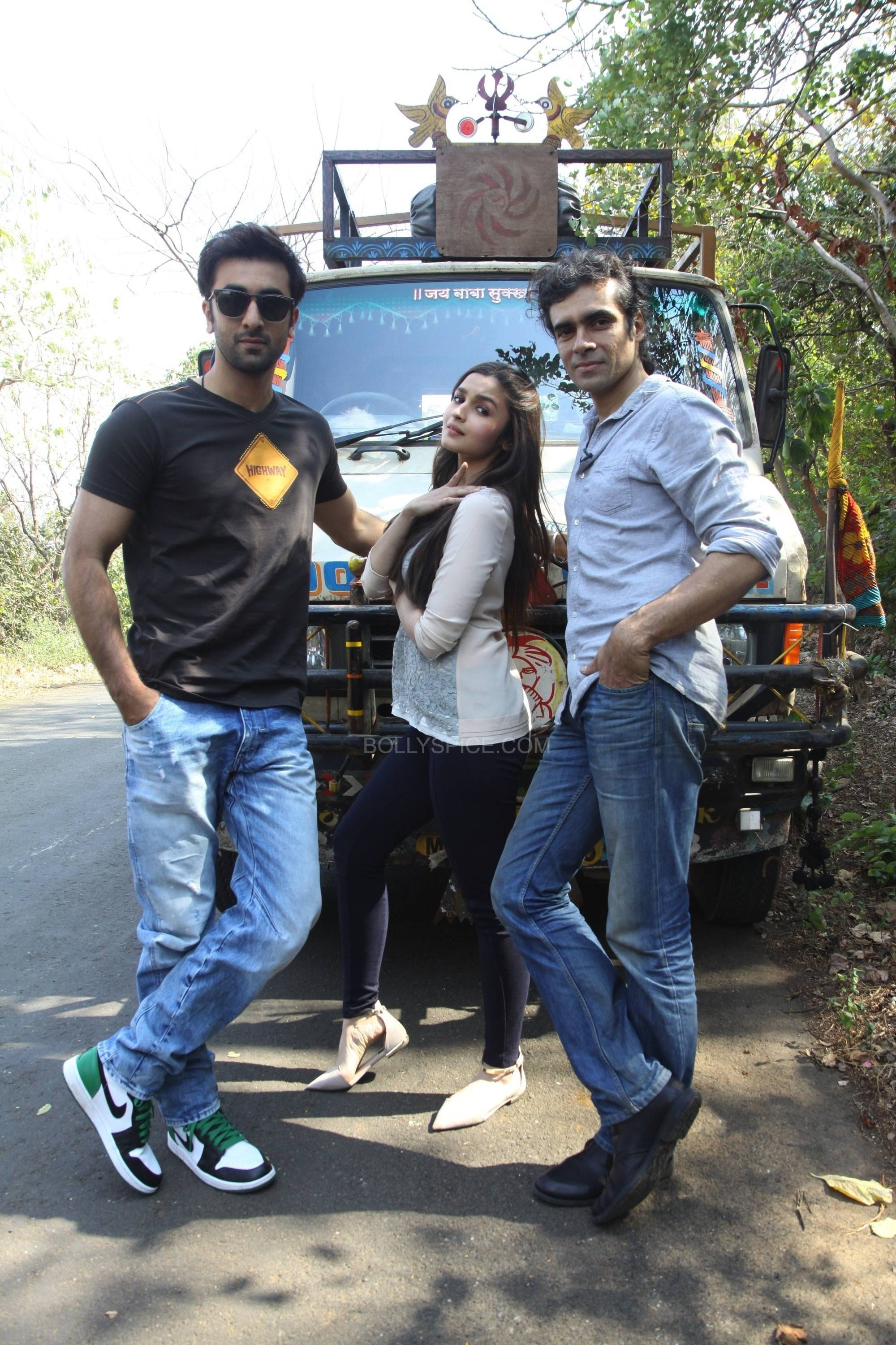 ranbirhighway1 e1392828223799 Ranbir Interviews Alia and Imtiaz in a special for Highway
