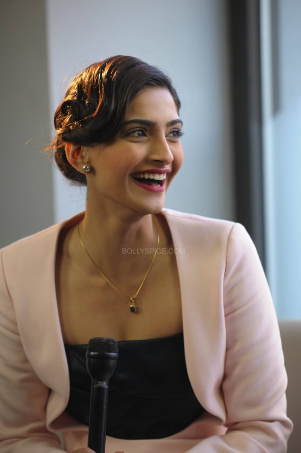 sonamkapoorsunnymaliklondon2 e1392561518656 612x919 Sonam Kapoor in London