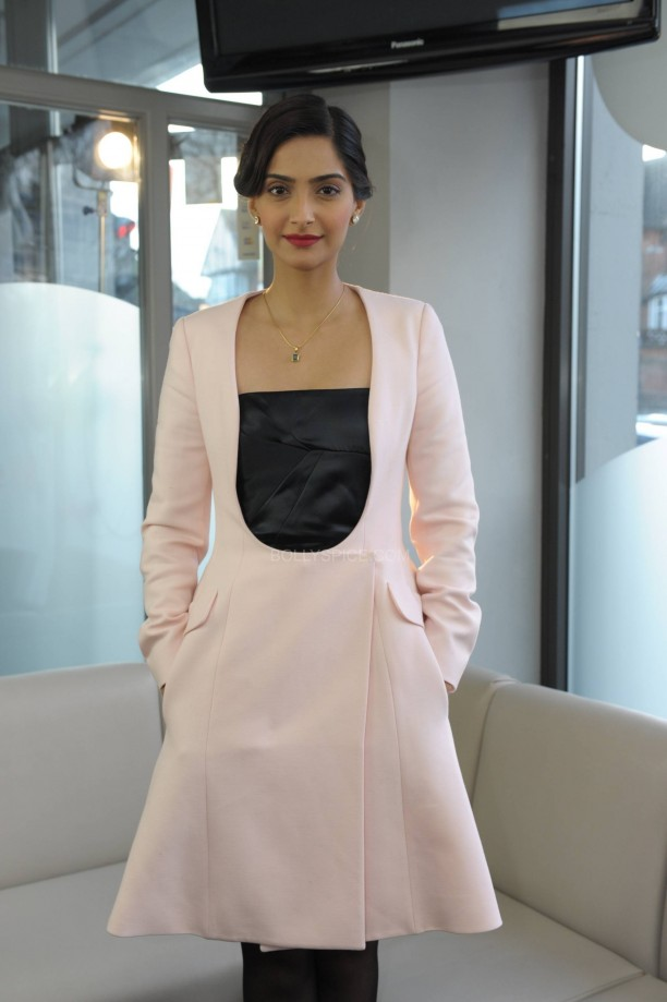 sonamkapoorsunnymaliklondon6 612x919 Sonam Kapoor in London