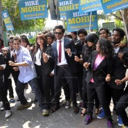 14mar AyushmannBewakoofiyaanFlashMob05 185x185 Ayushmann Khurana performs in a flash mob