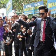 14mar AyushmannBewakoofiyaanFlashMob09 185x185 Ayushmann Khurana performs in a flash mob