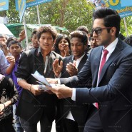 14mar AyushmannBewakoofiyaanFlashMob10 185x185 Ayushmann Khurana performs in a flash mob