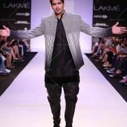 14mar FuglyLFWKochhar03 185x185 Cast of Fugly at Lakme Fashion Week Summer/Resort 2014
