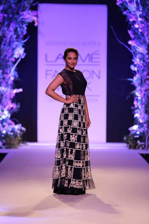 14mar LFWSR Bollywood02 612x918 Bollywood Showstoppers at Lakme Fashion Week Summer Resort 2014