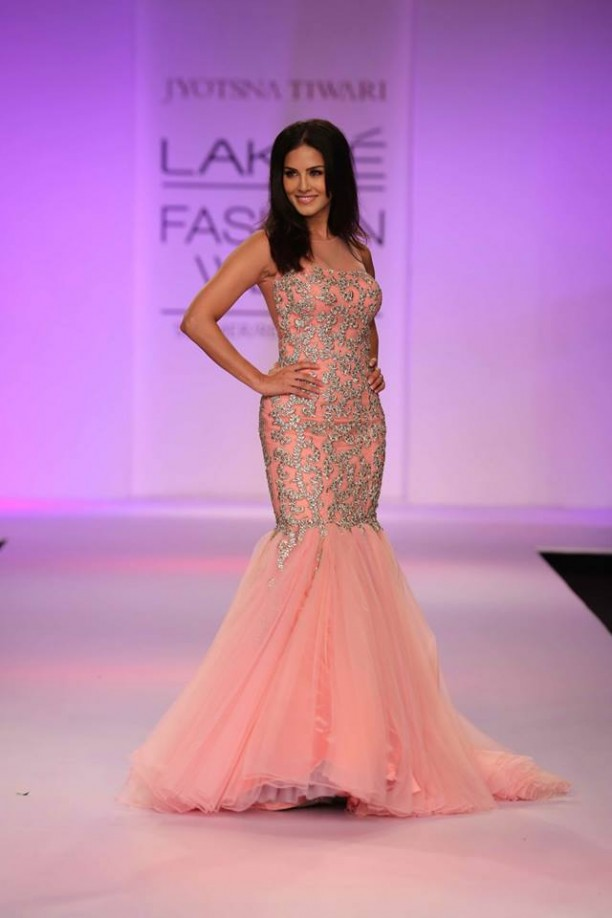 14mar LFWSR Bollywood15 612x918 Bollywood Showstoppers at Lakme Fashion Week Summer Resort 2014