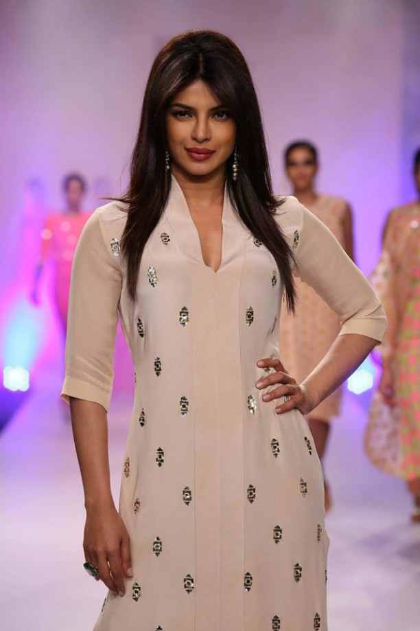 14mar LFWSR Bollywood16 612x918 Bollywood Showstoppers at Lakme Fashion Week Summer Resort 2014
