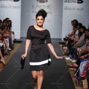 14mar LFWSR D4 JabongStreetStyle01 185x185 Lakme Fashion Week SR 2014 Day 4 sees collections from designers like Anushka Khanna, Shantanu & Nikhil and more...