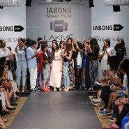 14mar LFWSR D4 JabongStreetStyle06 185x185 Lakme Fashion Week SR 2014 Day 4 sees collections from designers like Anushka Khanna, Shantanu & Nikhil and more...
