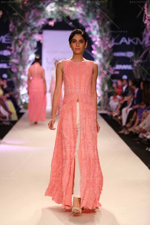 14mar LFWSR MM01 612x918 Manish Malhotra opens with A Summer Affair at Lakme Fashion Week SR 2014