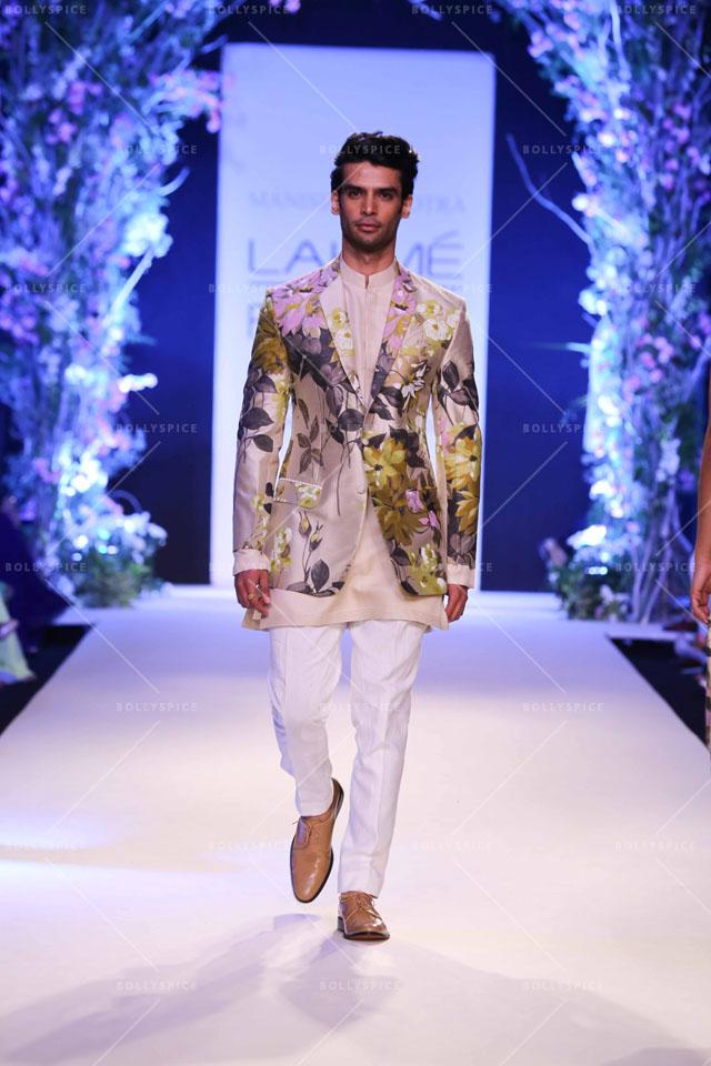Manish malhotra opens with a summer affair at lakme fashion week