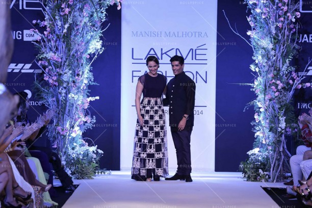 14mar LFWSR MM03 612x408 Manish Malhotra opens with A Summer Affair at Lakme Fashion Week SR 2014
