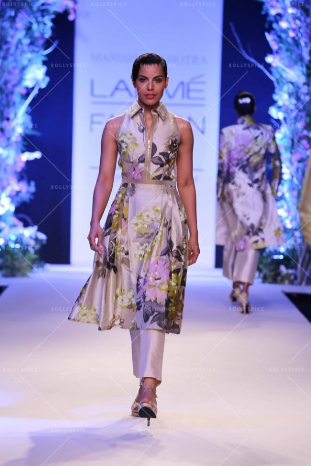 14mar LFWSR MM06 612x918 Manish Malhotra opens with A Summer Affair at Lakme Fashion Week SR 2014