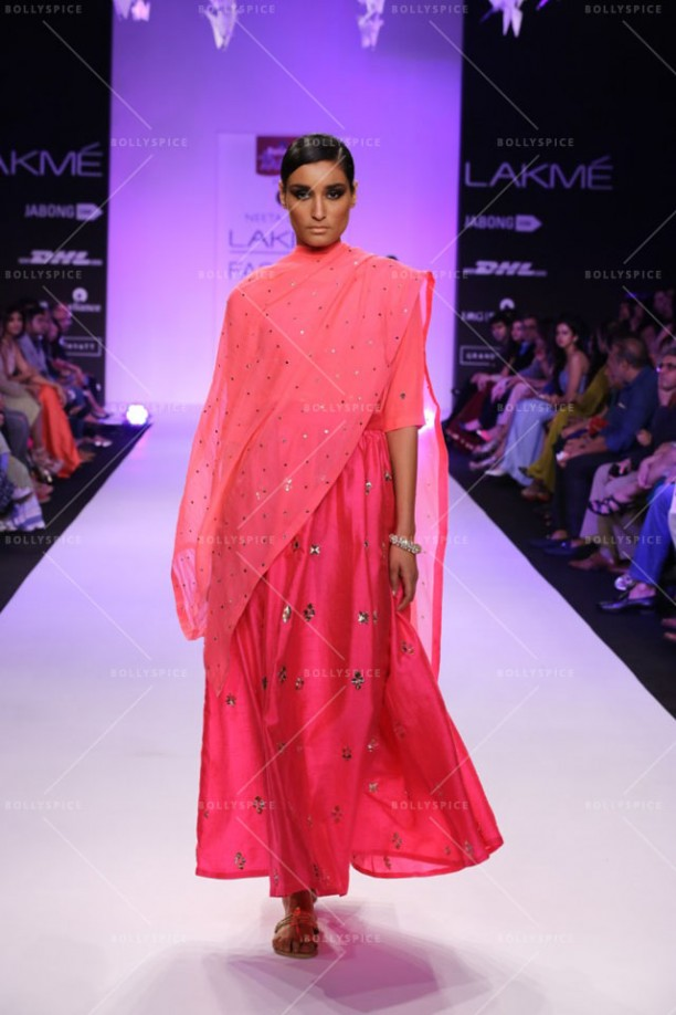 14mar LFWSR NeetaLulla02 612x918 Priyanka Chopra shows off the stunning showstopper for designer Neeta Lulla