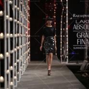 14mar LFWSR RajeshPratap05 185x185 Kareena Kapoor Khan walks the ramp for Rajesh Pratap Singh at the LFW SR 2014