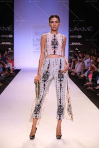 14mar LFWSR2014 D3 PayalSinghal01 200x300 Payal Singhal tantalizes with her Moroccan fashion soirée at Lakme Fashion Week SR 2014