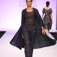 14mar LFWSR2014 TillaAratrik01 185x185 Floral patterns to rich Indian weaves capture the lime light on day 3 of Lakme Fashion Week SR 2014