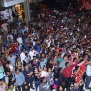 14mar MTH KorumMall01 185x185 Fans tear Varun Dhawans shirt