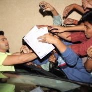 14mar MTH KorumMall09 185x185 Fans tear Varun Dhawans shirt