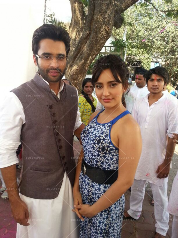 14mar Youngistaan SonyTv01 612x816 Jackky Bhagnani and Neha Sharma promote Youngistaan on SONY TV