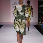 14mar lakme aartivijaygupta 01 185x185 BollySpice Picks: Our Favourites from Day 2 of Lakme Fashion Week Summer/Resort 2014