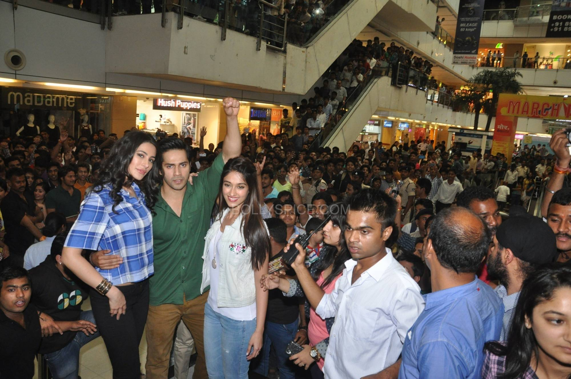 Nargis Fakri Varun Dhawan and Ileana Dcruz at C21 Mall in Indore 2 Varun Dhawan, Ileana D'cruz and Nargis Fakri promote Main Tera Hero in Indore!