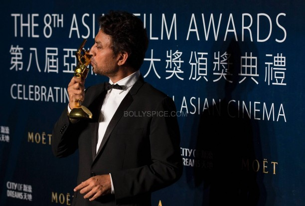 "Khan kisses his trophy after winning the Best Actor for ""The Lunchbox"" at the 8th Asian Film Awards in Macau"