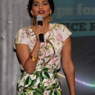 sonam kapoor 14 185x185 Sonam and Ayushman at Bewakoofiyaan Press Conference Welingkar College