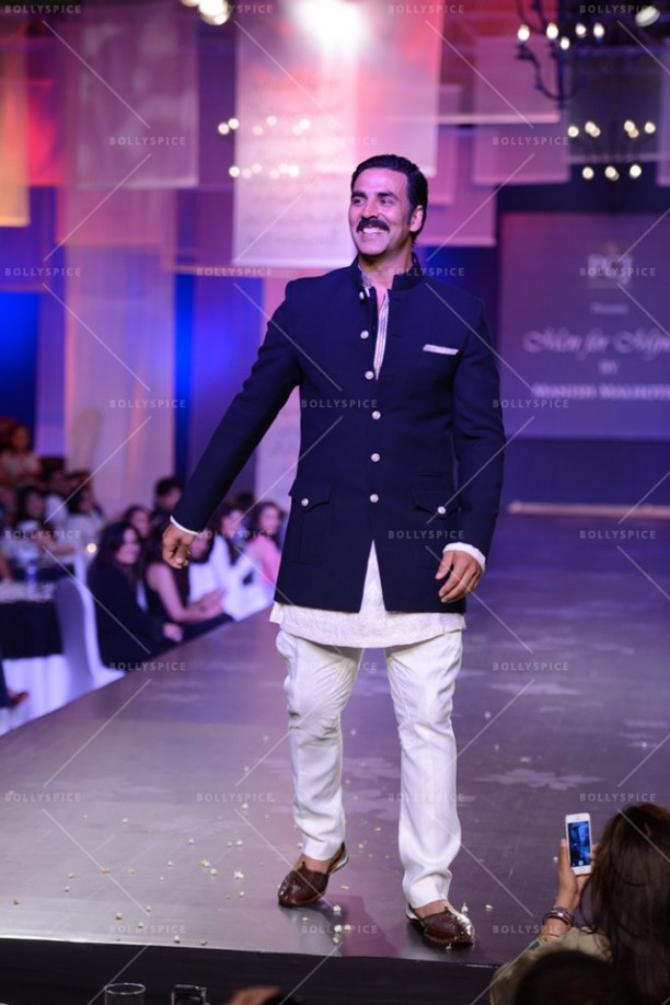 14apr Akshay Mijwan02 612x918 Akshay Kumar supports mission to empower women at fashion show