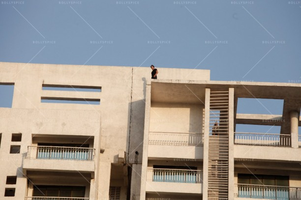 14apr Heropanti TigerJump03 612x407 Tiger Shroff jumps off a 20 storey building for HEROPANTI