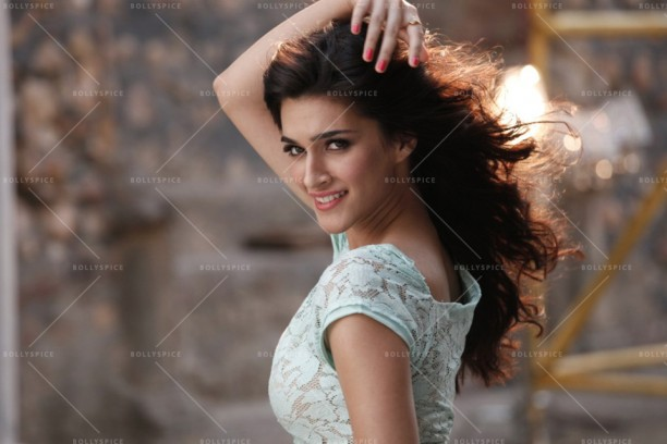 14apr HeropantiWhistleBaja06 612x408 10 Reasons to Watch Heropanti!