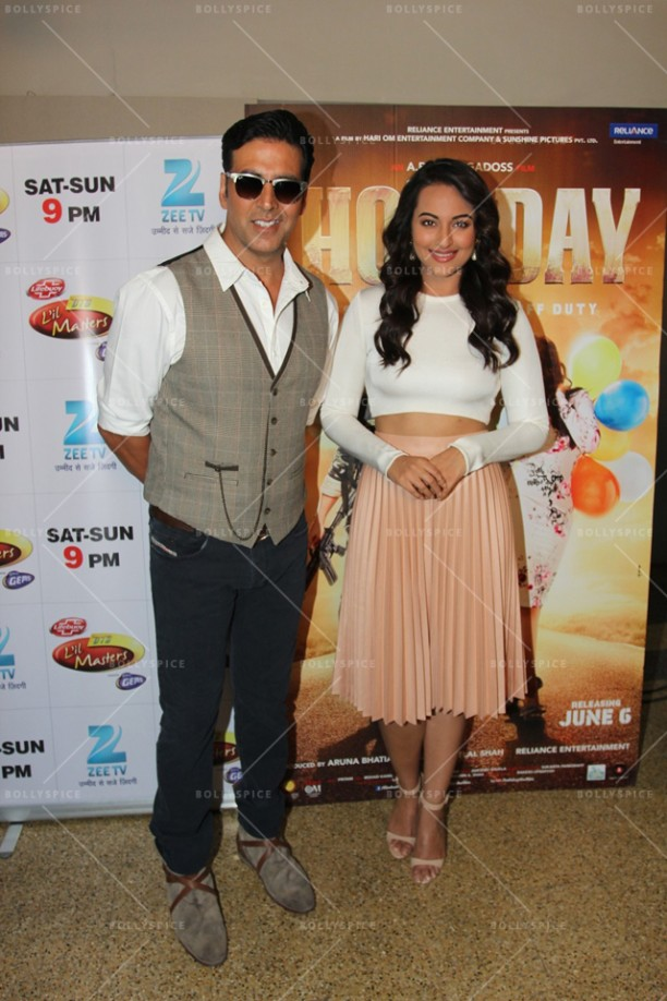 14apr HolidayDID02 612x918 Akshay and Sonakshi promote HOLIDAY on Zee Tvs Dance India Dance