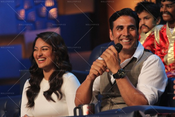 14apr HolidayDID03 612x408 Akshay and Sonakshi promote HOLIDAY on Zee Tvs Dance India Dance
