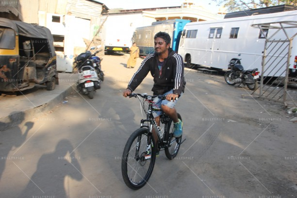 14apr MohitSuri EkVillain Bike 612x408 Mohit Suris birthday surprise on the sets of Ek Villain