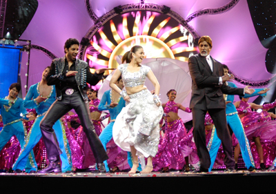 14apr iifa bachchans Shiamak Dances Down the IIFA Award Memory Lane   Exclusive!