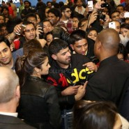 Alia meeting fans 185x185 Alia Bhatt, Arjun Kapoor and Chetan Bhagat at Cineworld For 2 States