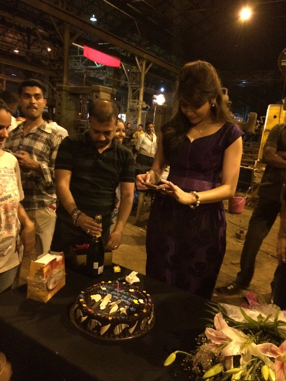 Anushka taking a picture of the cake before cutting it e1396968729685 Its a wrap and a cake for Anushka Sharma for Bombay Velvet
