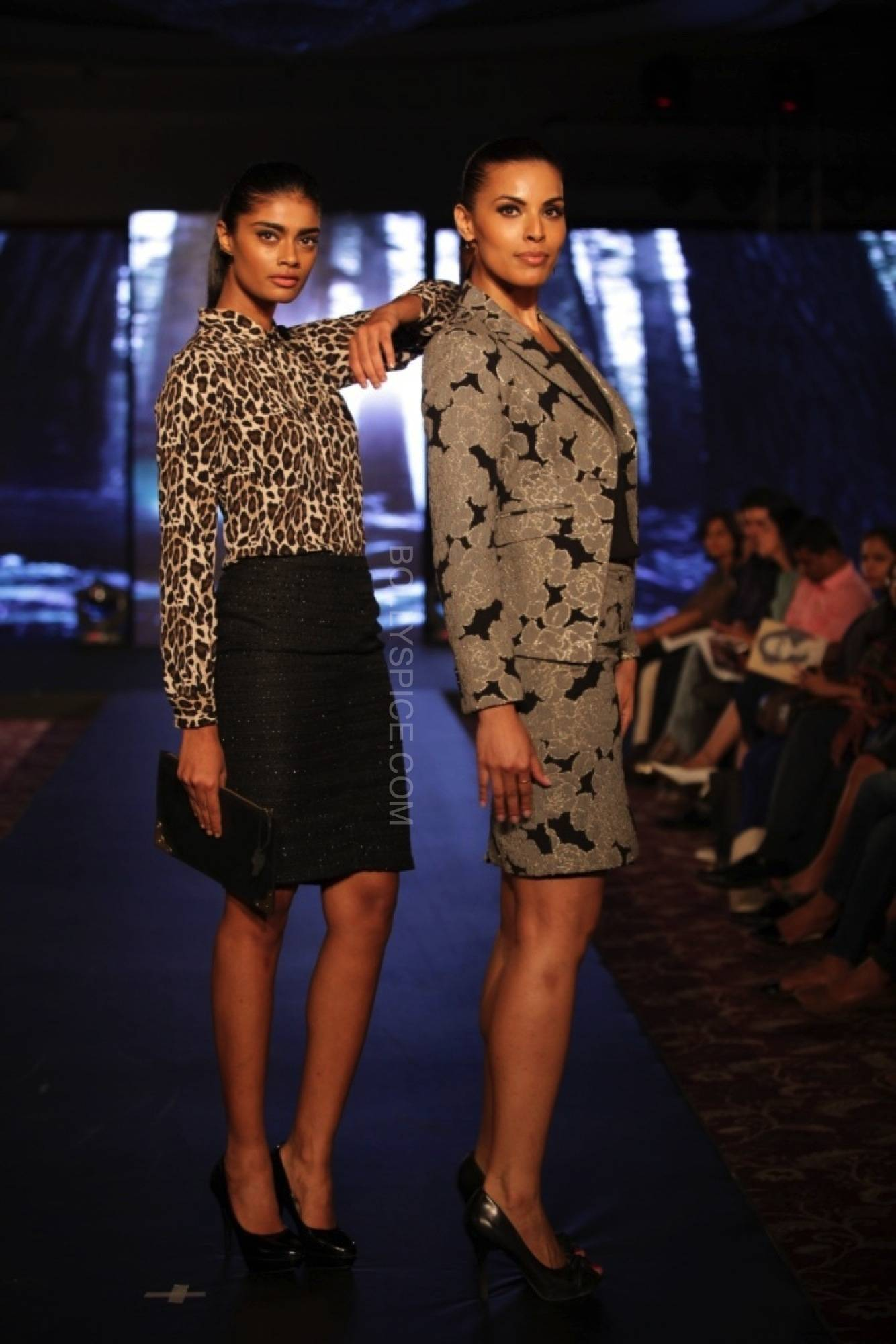 deepikapadukonefanfadhionshow6 Deepika Padukones Fans Fashion Show for Van Heusen