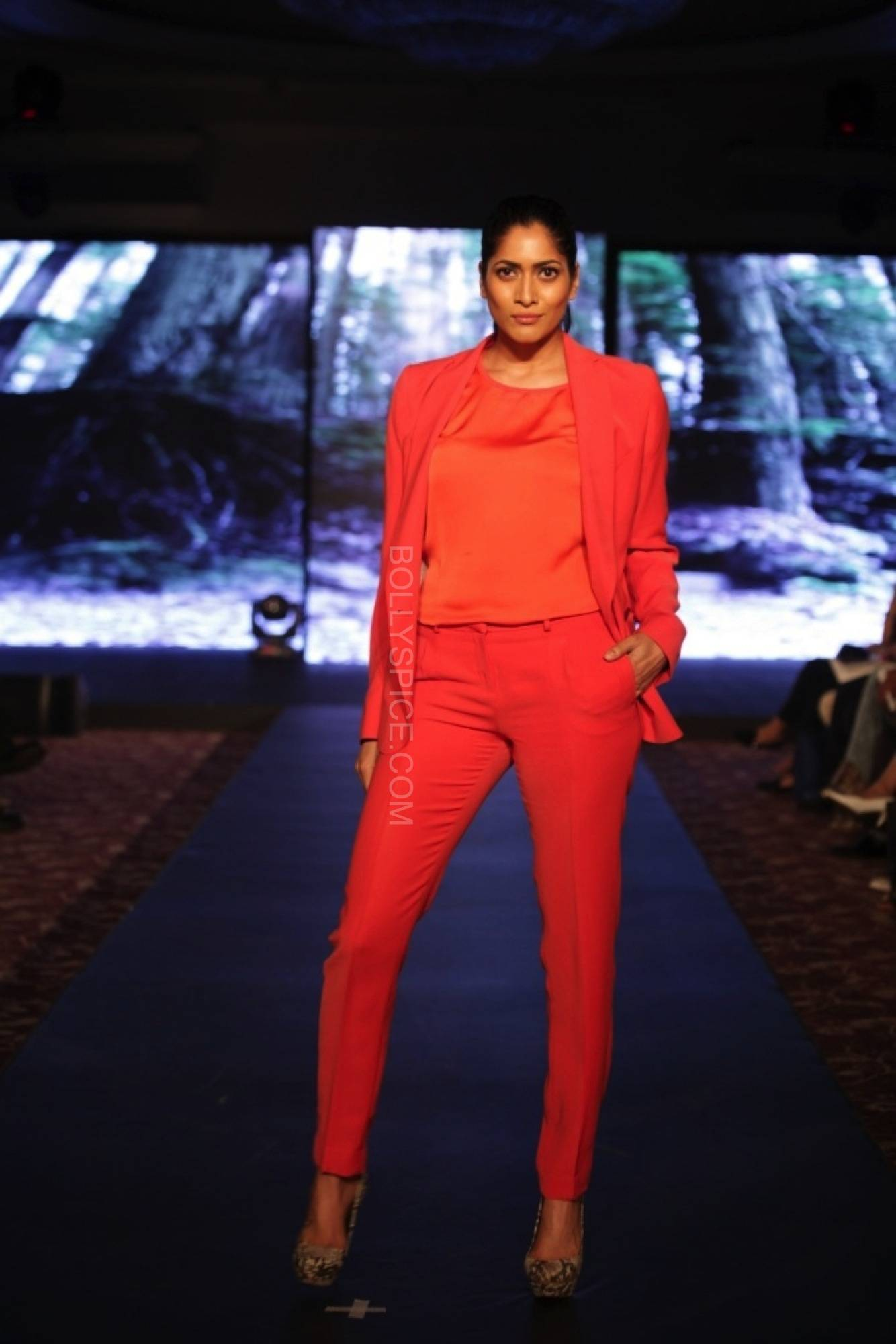 deepikapadukonefanfadhionshow8 Deepika Padukones Fans Fashion Show for Van Heusen