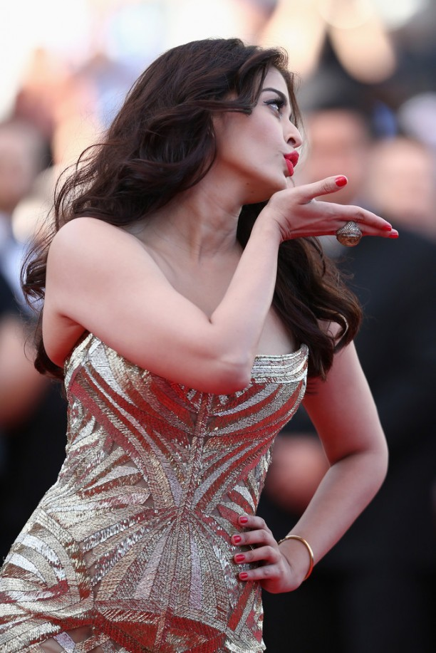 14may AishwaryaCannes16 612x917 Aishwarya Rai Bachchan stunning look at Cannes 2014