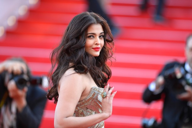 14may AishwaryaCannes27 612x407 Aishwarya Rai Bachchan stunning look at Cannes 2014