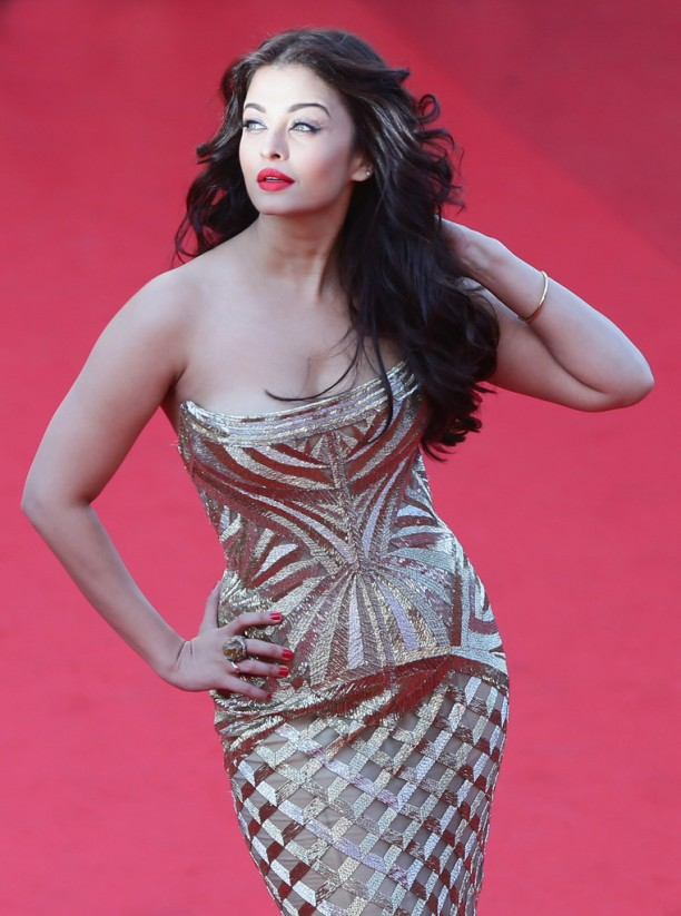 14may AishwaryaCannes32 612x823 Aishwarya Rai Bachchan stunning look at Cannes 2014