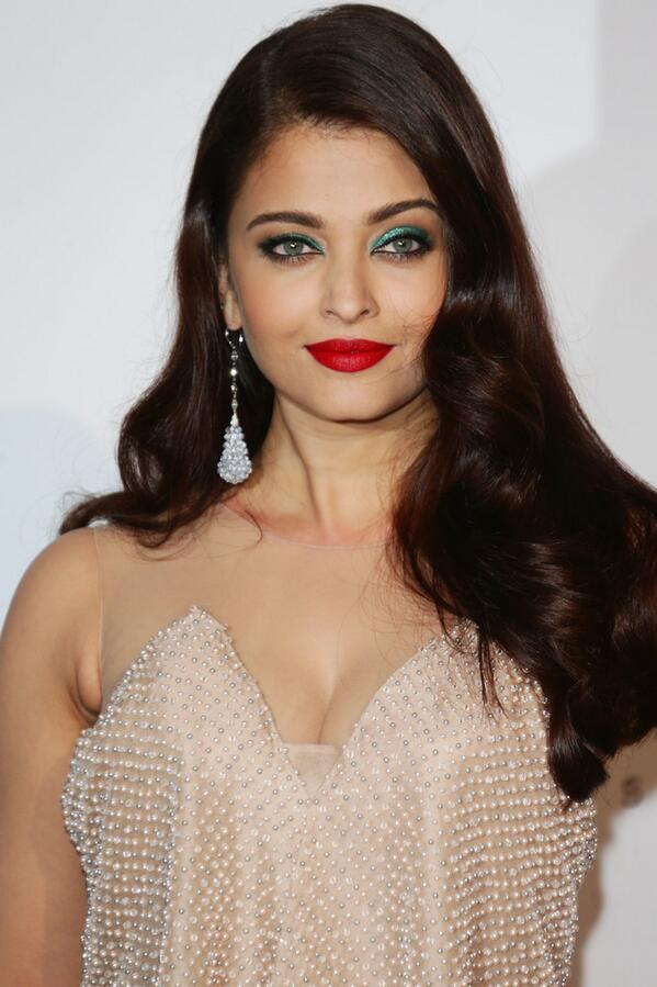 14may CannesAbhiAish amFAR06 Abhishek and Aishwarya at amfARs 21st Cinema Against AIDS Gala in Cannes 2014