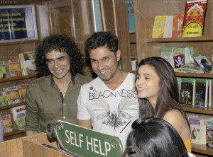 14may HighwayDVDlaunch12 300x222 Imtiaz Ali, Alia Bhatt & Randeep Hooda at the HIGHWAY DVD launch