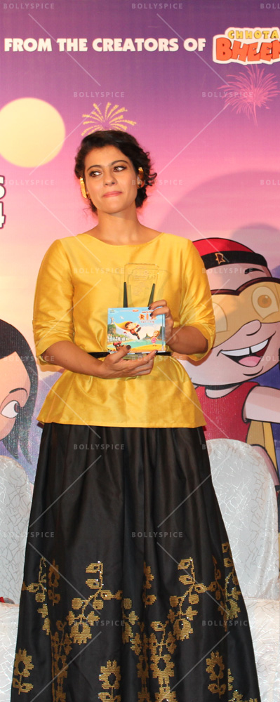 14may Kajol MightyMomAward42 Kajol wins the Mighty Mom Award!